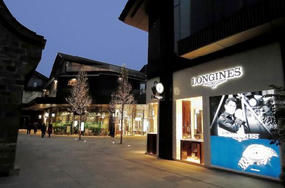 成都大慈寺商业太古里远洋综合体建筑设计广告实景喷绘制作公司图片